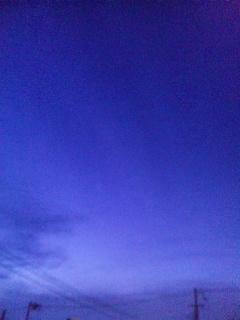 肌寒い夜空